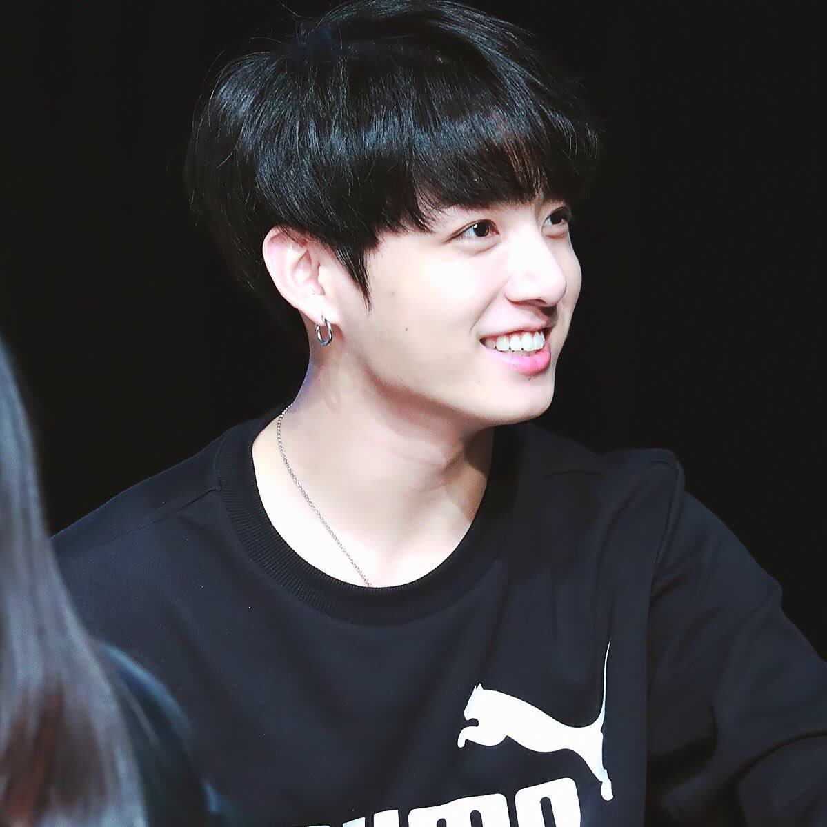 Jungkook Wallpaper Hd 2018: BTS Jungkook Dyed His Hair Black And Fans Think He Looks