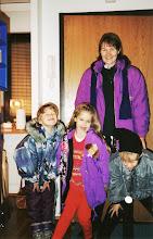 Photo: 1994 - Tiia, Satu, Pirkko ja Jussi lähdössä elokuviin (Leijonakuningas)