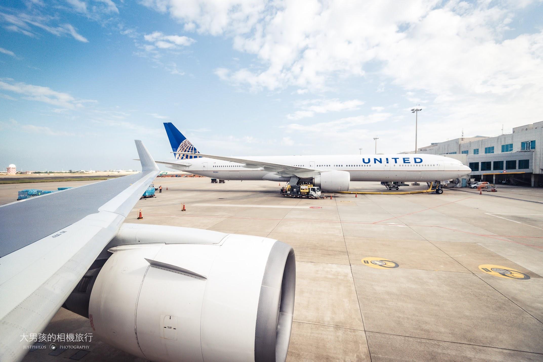 在桃園機場等待起飛時拍攝隔壁的聯合航空。