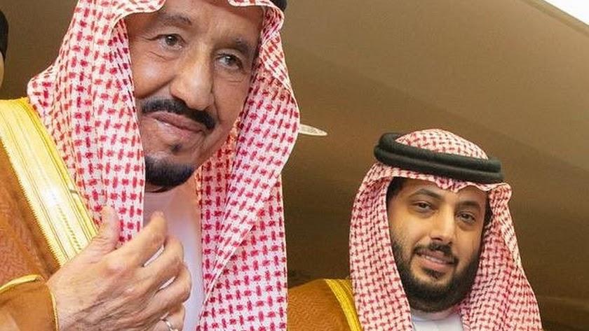 Turki con el Rey de Arabia Saudí, Salmán bin Abdulaziz al Saud.