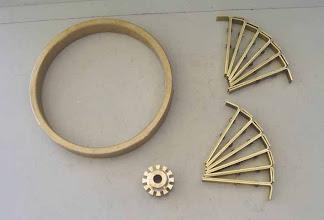 Photo: Toutes les pièces constituant une grande roue.