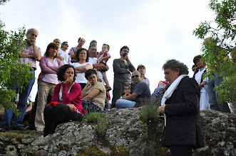 Photo: Juan Carlos Mestre recita un poema en la Peña del Castillo