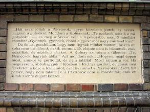 Photo: Emléktábla az iskola falán