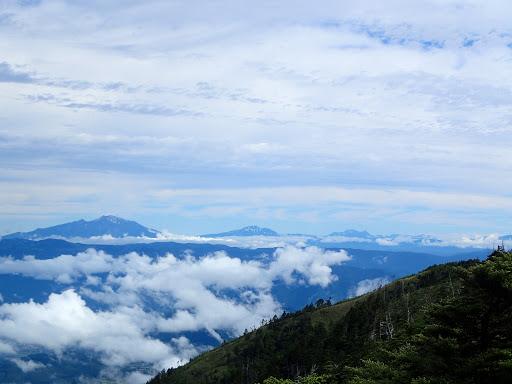 左から木曽御嶽山・乗鞍岳・北アルプス(穂高連峰、槍ヶ岳)など