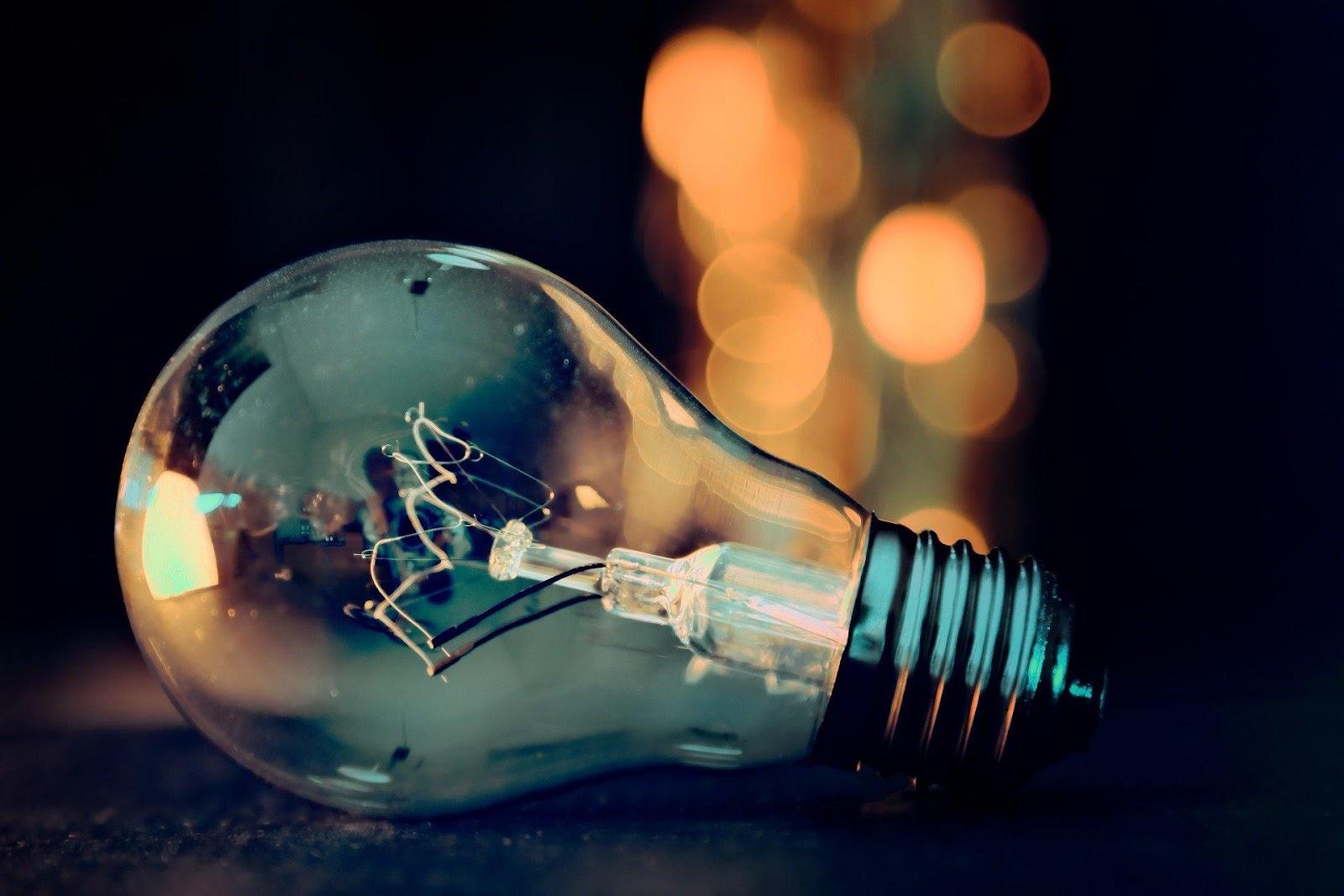 C:\Users\petar\Downloads\light-bulb-3535435_1920.jpg