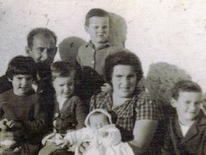 Photo: Monchi, Ramón, Paqui, Mari Carmen, Paca y Jose Manuel, el bebé Celi.