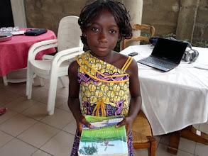 Photo: nous rencontrons Lucrèce, une des petites parrainées