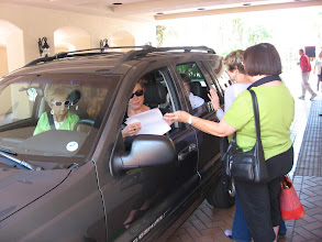 Photo: Marylee Grant Goyan giving directions to car load of women driven by Peggy Tremayne
