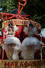 Photo: Samba Maracanan Moulin Rouge -vaunu / Samba Maracana's Moulin Rouge -themed cart