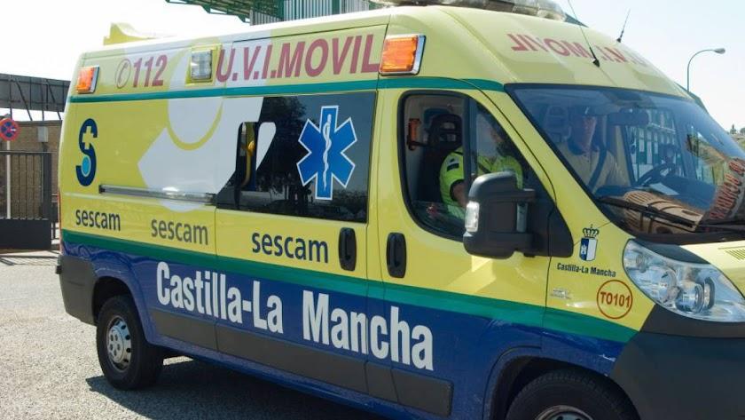 Imagen de archivo de una ambulancia del SESCAM de Castilla-La Mancha.