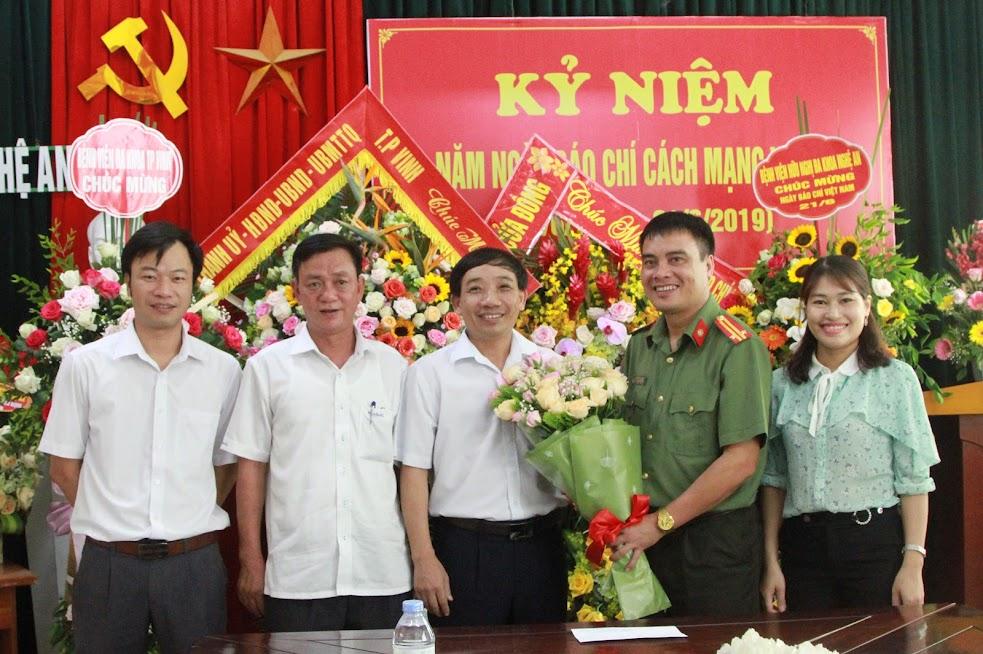 UBND huyện Nghi Lộc chúc mừng Báo Công an Nghệ An