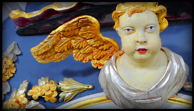 Photo: Barockengel hat einen goldenen Flügel verloren