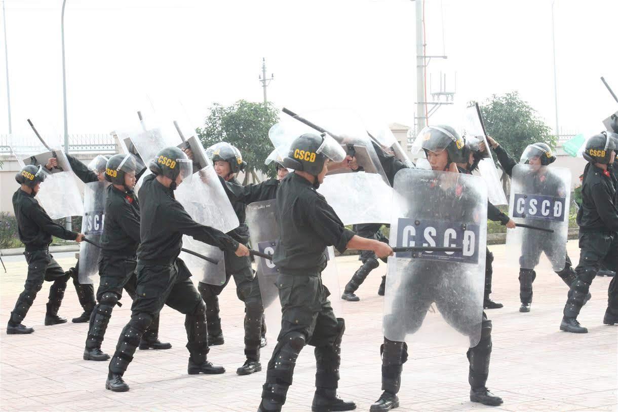 Công tác huấn luyện điều lệnh, quân sự, võ thuật được tiến hành thường xuyên góp phần xây dựng lực lượng Công an thị xã ngày càng tinh nhuệ, hiện đại