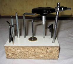 Photo: les outils le plus souvent utilisés sont regroupés sur un bloc