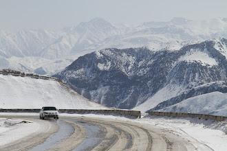 Photo: Kelias Oš-SaryTaš veda pro Tian Šanio kalnus siekiančius 7500m.  The fantastic Osh-SaryTash road goes through Tian Shan mountains that reach 7500m.