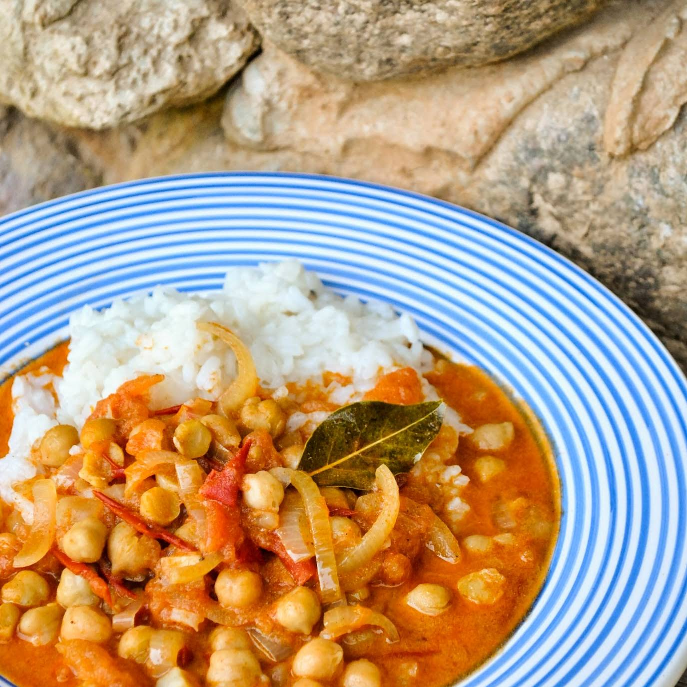 Tomato And Chickpea Curry With Coconut Milk