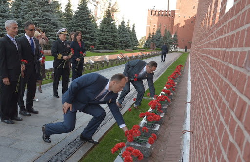 Prime crewmember Alexander Misurkin lay flowers at the Kremlin Wall in Red Square in Moscow Sept. 1.