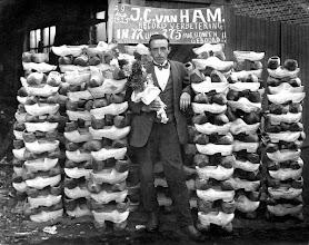 Photo: 1925 kampioen 'Klompen boren'  J.C. van Ham uit de Heilaarstraat 63