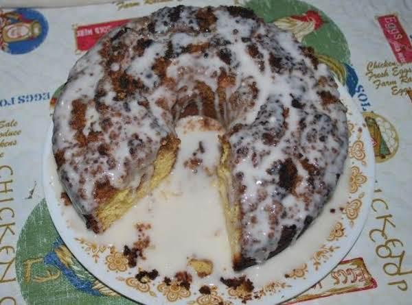 Honey Bun Cake; Who Cut The Cake???  Stanley!