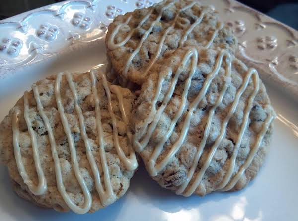 Cinnamon Frosted Oatmeal Raisin Cookies