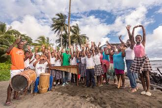 """Photo: """"El Compromiso es con el Planeta"""", grupo folclórico de Punta Soldado cantándole a la Energía; Foto: Hanz Rippe Gabriel"""