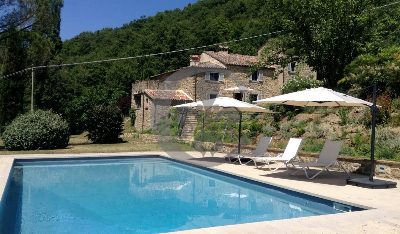 Corps de ferme avec jardin et piscine Cortone