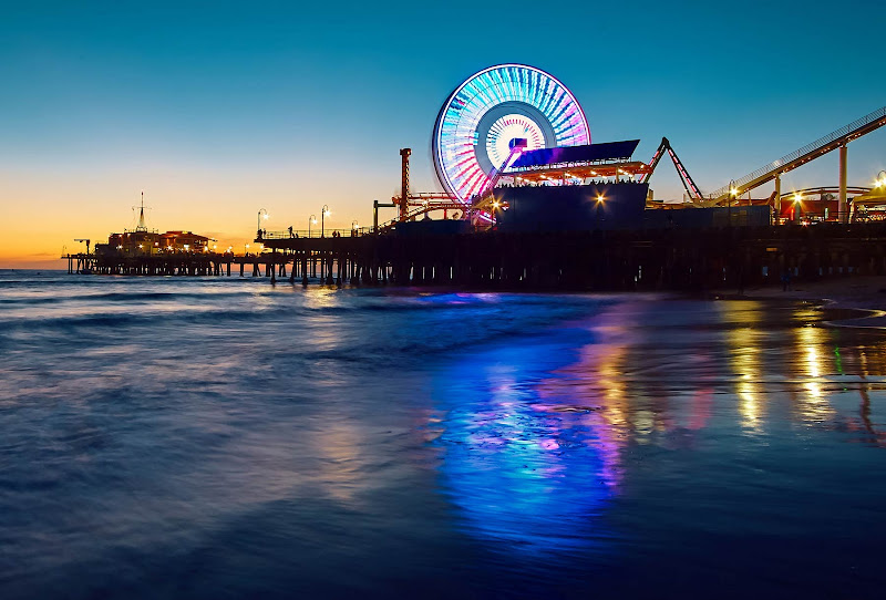The Santa Monica pier at night. (Click to enlarge.)