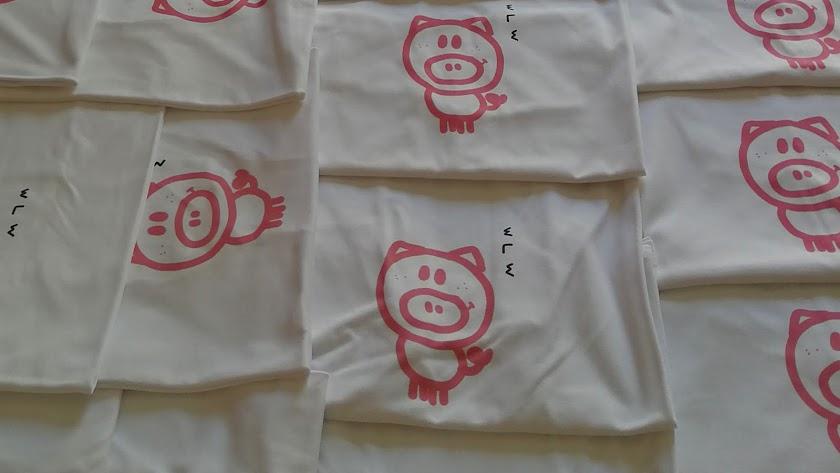 Las camisetas blancas con el cerdo fueron todo un éxito.