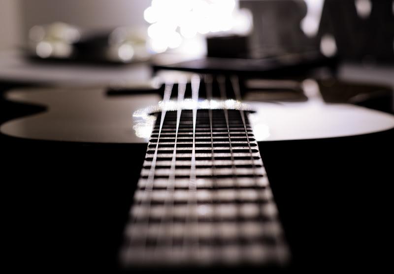 Rendere il tempo utile imparando a suonare uno strumento  di Salvophotography