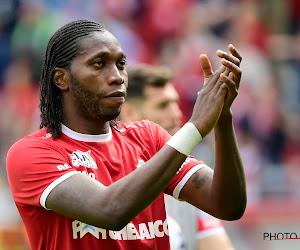 """Mbokani na winst Ebbenhouten Schoen: """"Antwerp biedt slechts één jaar... Anderlecht, Standard, Club Brugge,...ik sta open voor elk voorstel"""""""