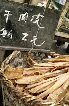 Photo: 10930 上海/自由市場/干し肉の皮