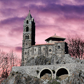 Castel Church by Gérard CHATENET - Buildings & Architecture Places of Worship