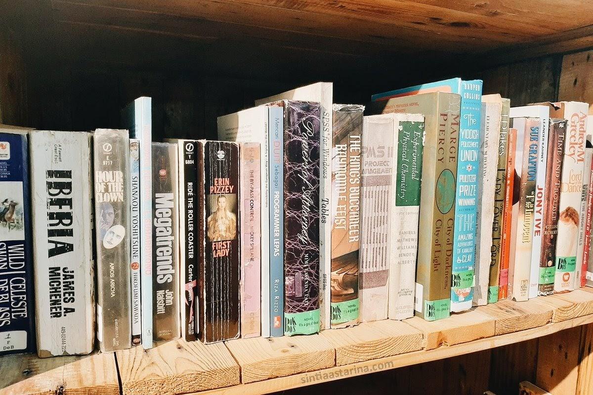 Berburu buku murah di vintage vibes, alam sutera