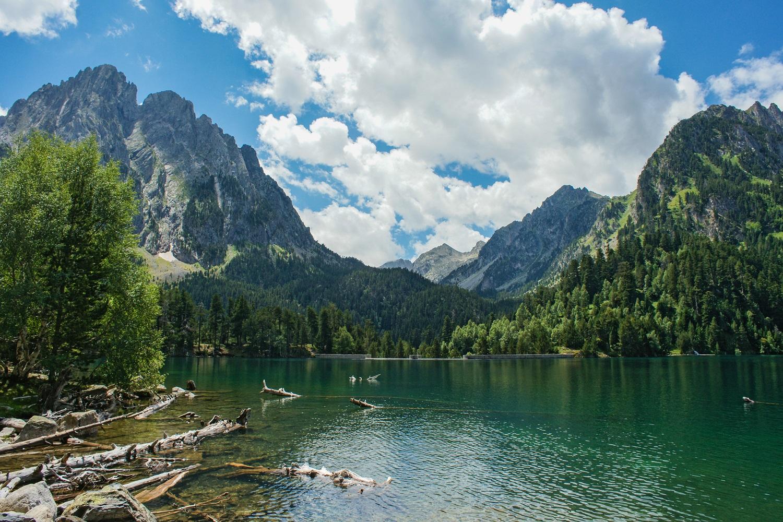 Lago de Sant Maurici con los picos Els Encantats, Aigüestortes