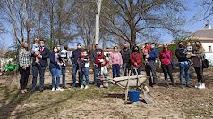 Autoridades y asistentes el acto de plantación en Chirivel.