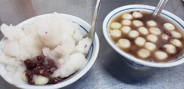 紅豆湯㘣有冰的有熱的。吃起來不會過甜。
