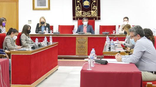 Sesión plenaria en el mes de mayo en Adra.