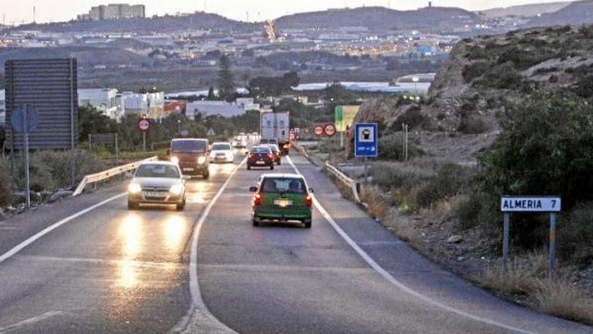 Carretera A-1000 para la entrada a Viator