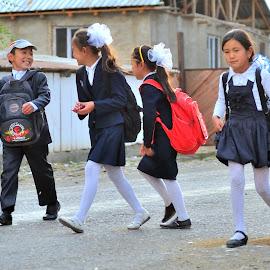 School time by Tomasz Budziak - Babies & Children Child Portraits ( children portrait, children photography )