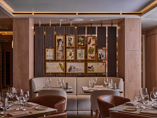 SALTKitchen on Silver Moon is a large-scale regional restaurant offering an ever-changing menu and regional wine list.