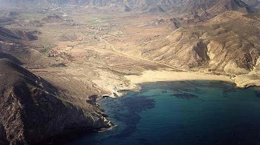 El Playazo, con el valle de Rodalquilar al fondo.