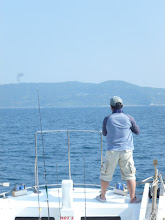 """Photo: アタリのない""""コモリさん""""。 ・・・船頭さんが釣りますよー!"""