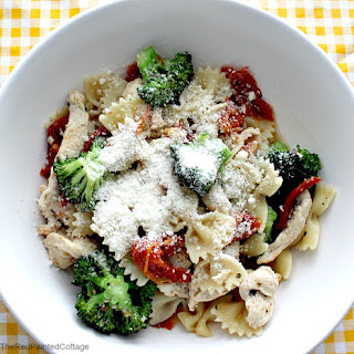 Bow-Tie Pasta With Chicken, Sun-dried Tomatoes and Broccoli