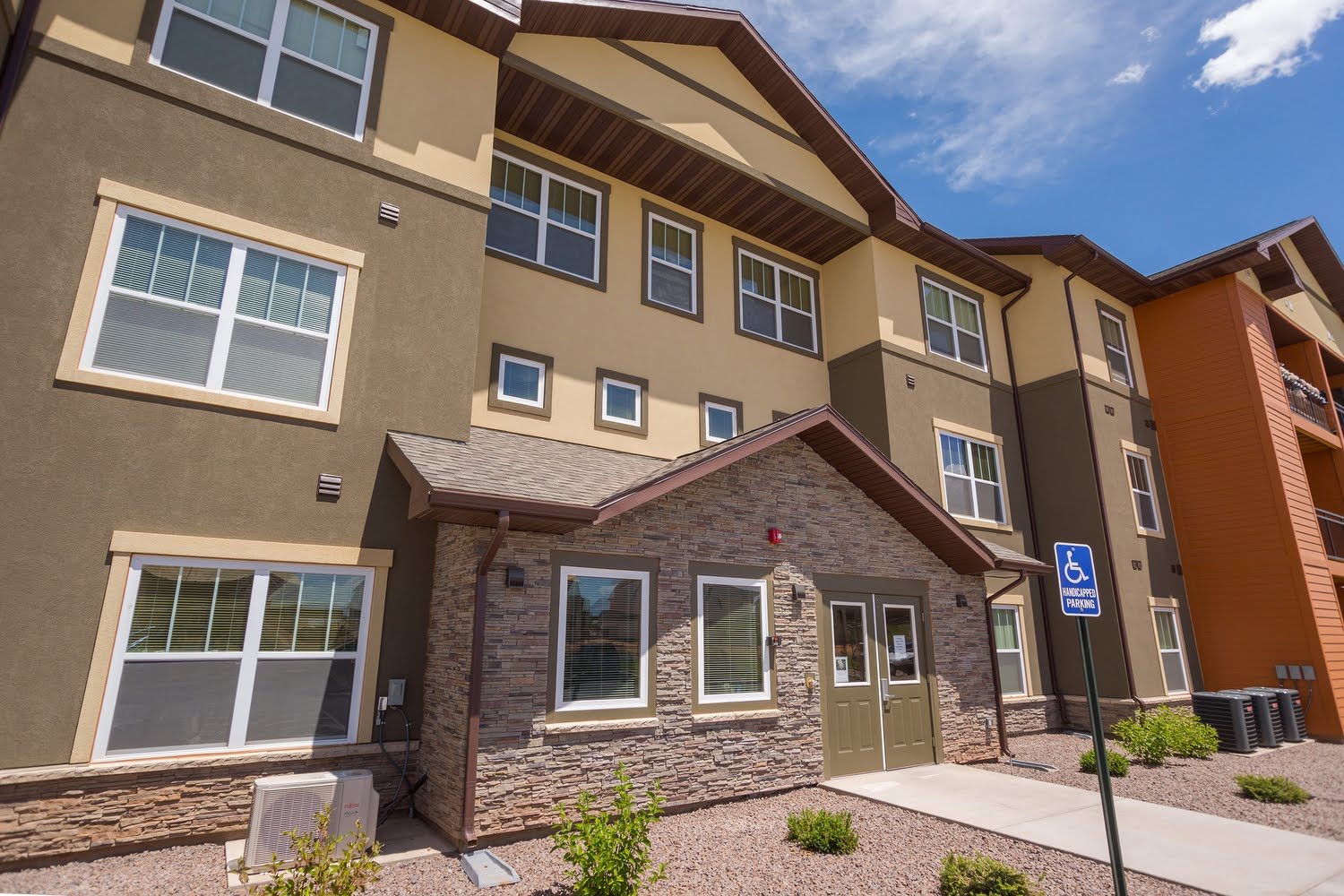 Three bedroom two bath floorplan 3 bed 2 bath mountain view ii apartments in hamilton for Mountain view 2 bedroom apartments