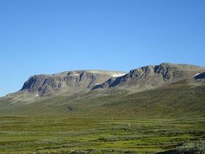 Looking back towards the Hallinskarvet Ridge from Prestholtseter