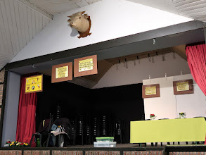 Photo: Salle de la Jeunesse et sa tête de vache ou taureau