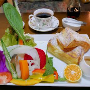 朝から新鮮野菜が食べられる蔵をリノベーションしたカフェ / 島根県出雲市の「Cafe naka蔵」