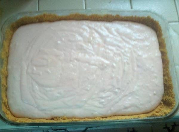 4. Pour creamy sauce into the graham cracker crust