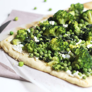 Green Pizza with Spinach, Peas and Broccoli Recipe