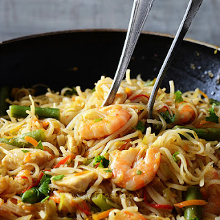 Rice Noodles with Chicken and Prawns